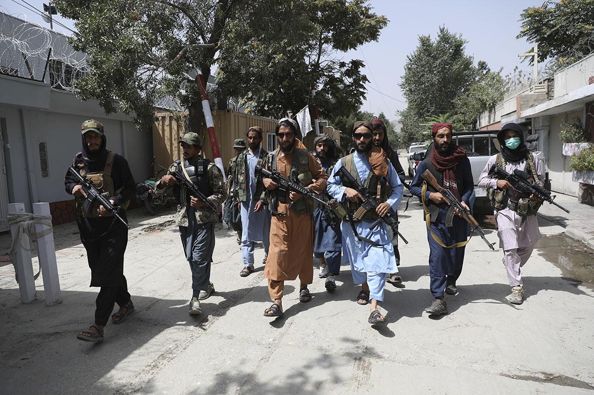 طالبان تسيطر على أسلحة امريكية الصنع