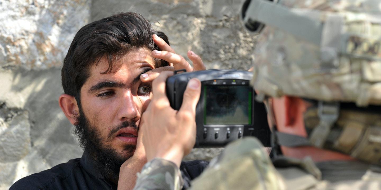 أجهزة الفحص البيومترية بحوزة عناصر طالبان