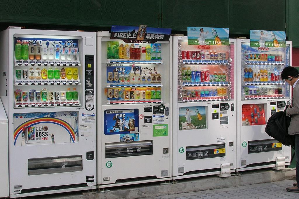آلة بيع أوتوماتيكية حديثة