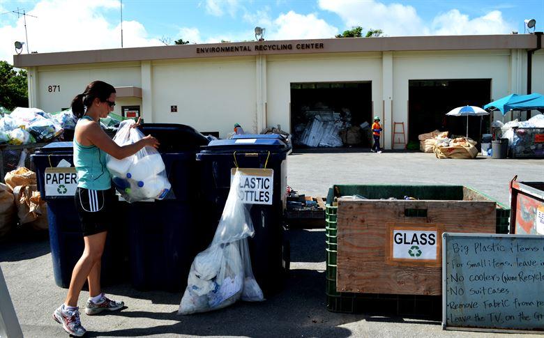 فصل القمامة لإعادة تدويرها