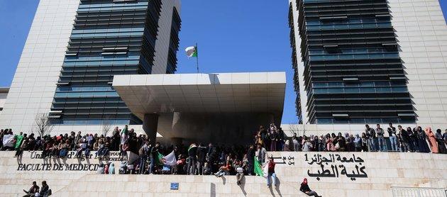 الاهمال في المستشفيات بالجزائر يبدأ من كليات الطب