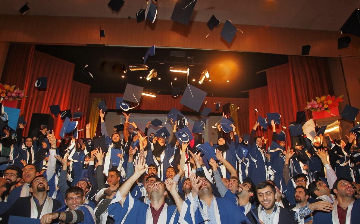 آلاف الطلبة الايرانيين الذين يتحدثون العربية يتخرجون سنويًا