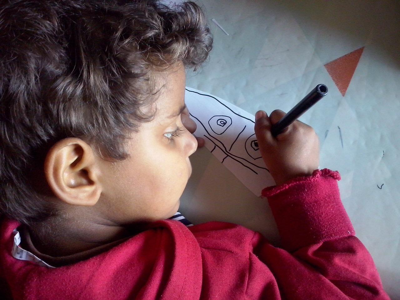 اطلبي من طفلك أن يرسم الوحش