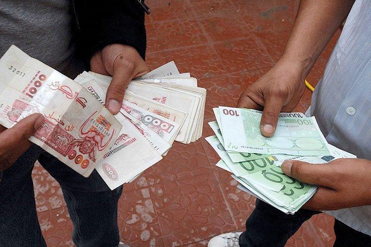 الدينار الجزائري عرف تراجع غير مسبوق مقارنة مع العملات الأجنبية
