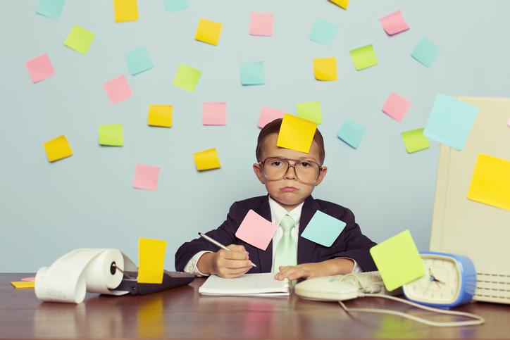 """كلمة السر """"الذاكرة العاملة""""! 7 استراتيجيات للتغلب على مشكلة النسيان عند طفلك"""