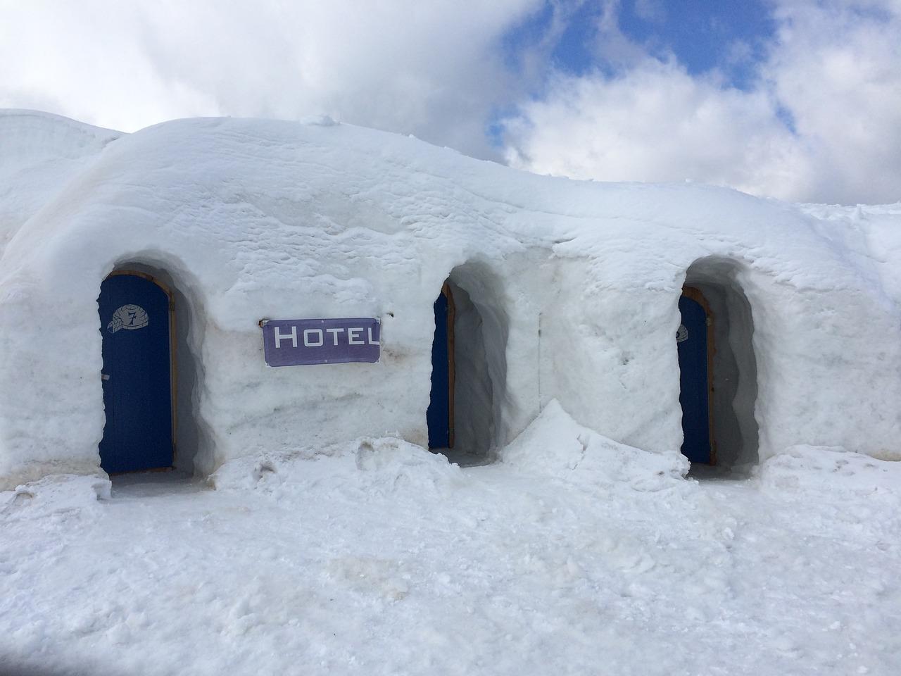 فندق مبني من الثلوج