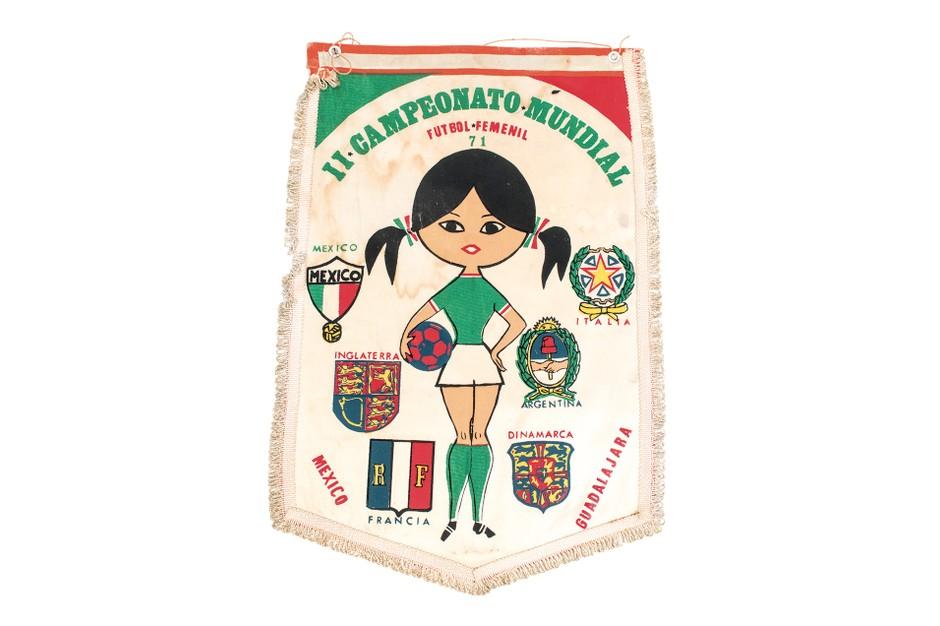 شعار بطولة كرة القدم النسائية في المكسيك عام 1971
