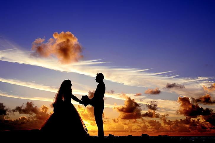 هل تتجاذب الأضداد في العلاقات الرومانسية؟ علم النفس يجيبك